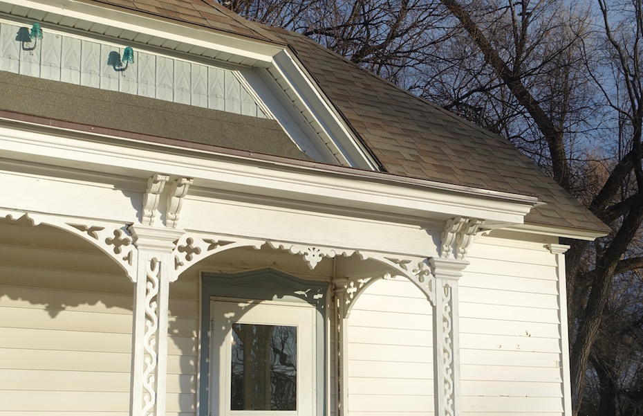 Porch Paint Colors… and a Revision to the Bay Window Color Distribution!