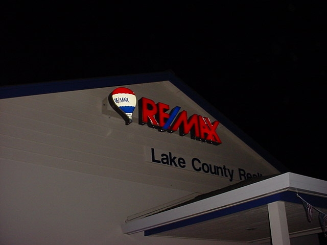 remax-lighted-sign