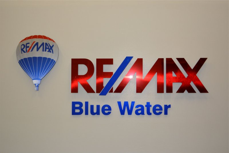 blue-slash-remax-2
