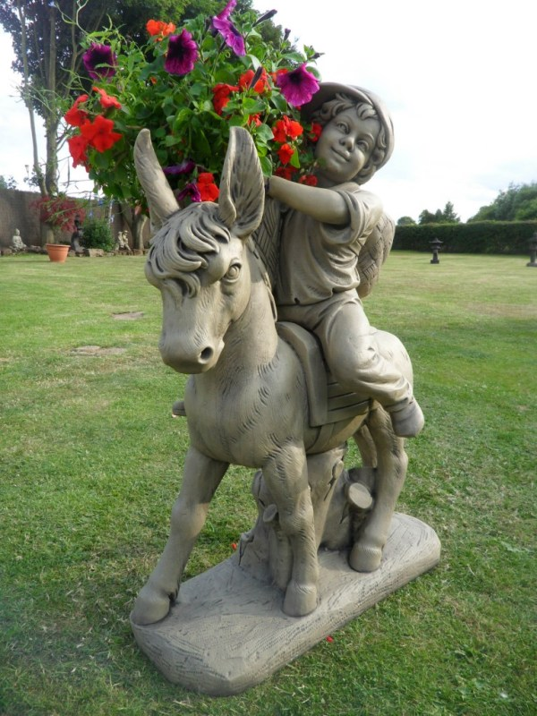 noblesse oblige horse statues