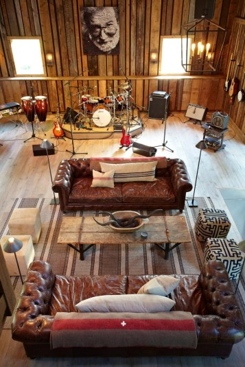 Cozy Barn Designed For Making Music, Entertaining Guests
