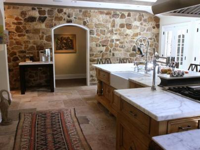 Natural Stones For Warm And Enjoyable Kitchen