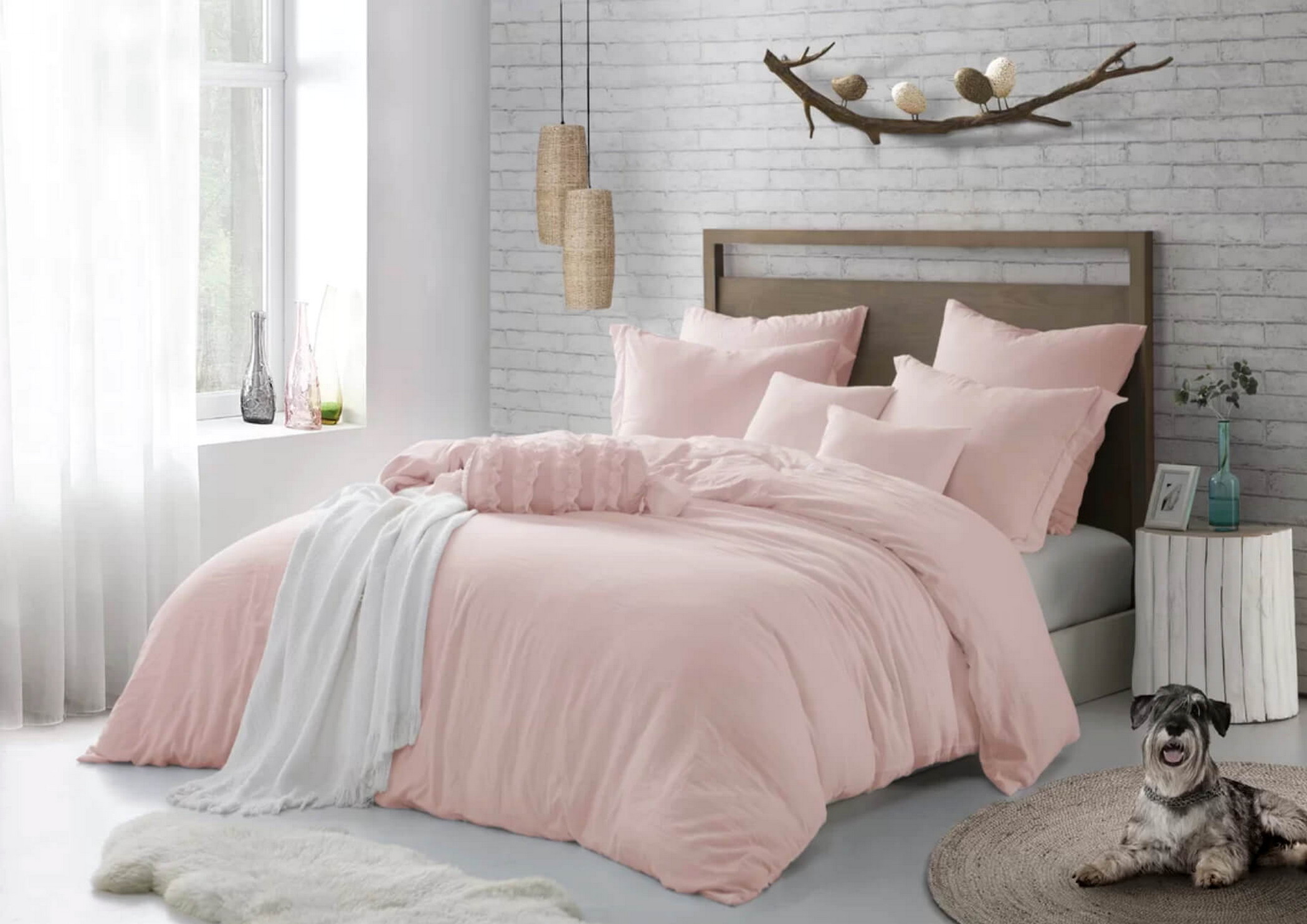 Color Wall Selection for Romantic Bedroom Decorating Ideas