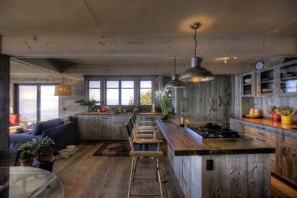 Accessories for Rustic-style Luxury House Design