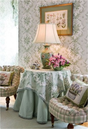 Traditional And Glam Green Wallpaper