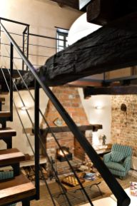 Wood and Steel Alloys for Rustic-style Luxury House Design