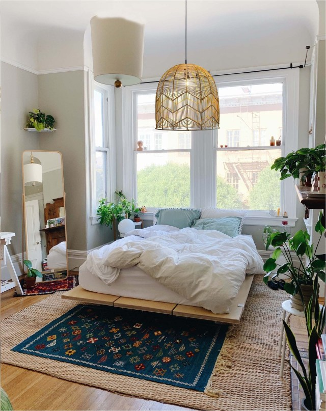 Aesthetic Bedroom Ideas With Warm Decorations