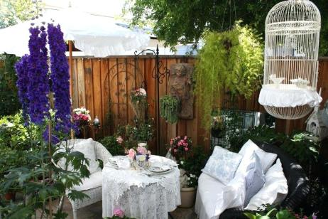 Shabby Chic for Amazing Garden Decorations