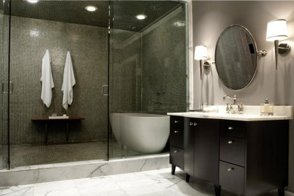Suitable Light Color for Stunning Lighting in Modern Minimalist Bathroom
