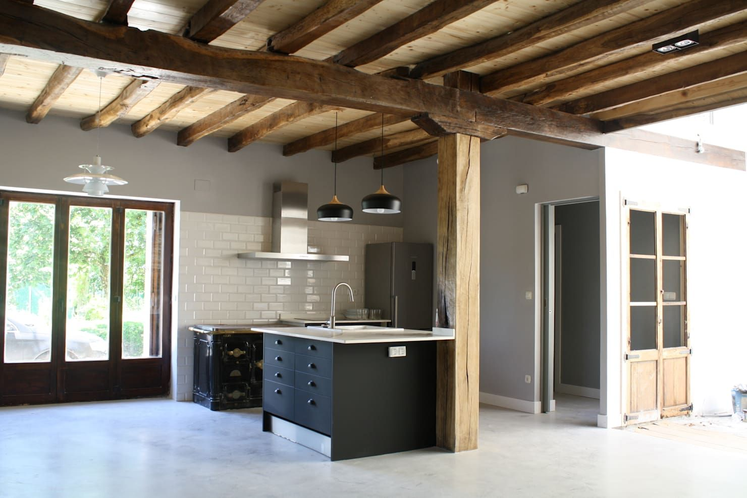 Combination of Style for Unique Ceiling Design with Wooden Beams