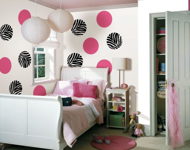 Expression Wall for Decorating Teens Bedroom