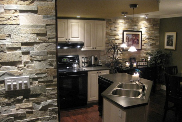 Open Concept Kitchen Combines The Look Of Natural Stone With Dark And Light Accents [houzz.es]