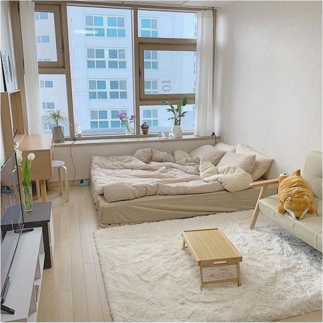 Minimalist Korean Bedroom With Low Bed And Rug Ideas