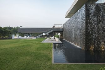 Aurelia - House under a pool at Mumbai by SHROFFLEóN
