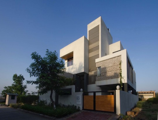Residence B-5 at Indore by Black Square