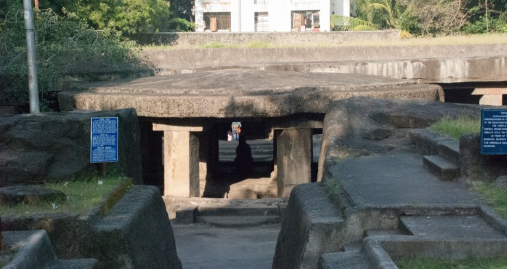 Pataleshwar caves - Pune's hip underground meet-up place since a cool 1300 years! 6