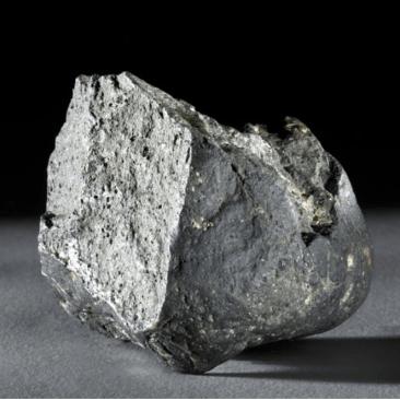 ओलडूवाई दगडी हत्यार _ सुमारे ई .स . पूर्व २५लाख वर्ष