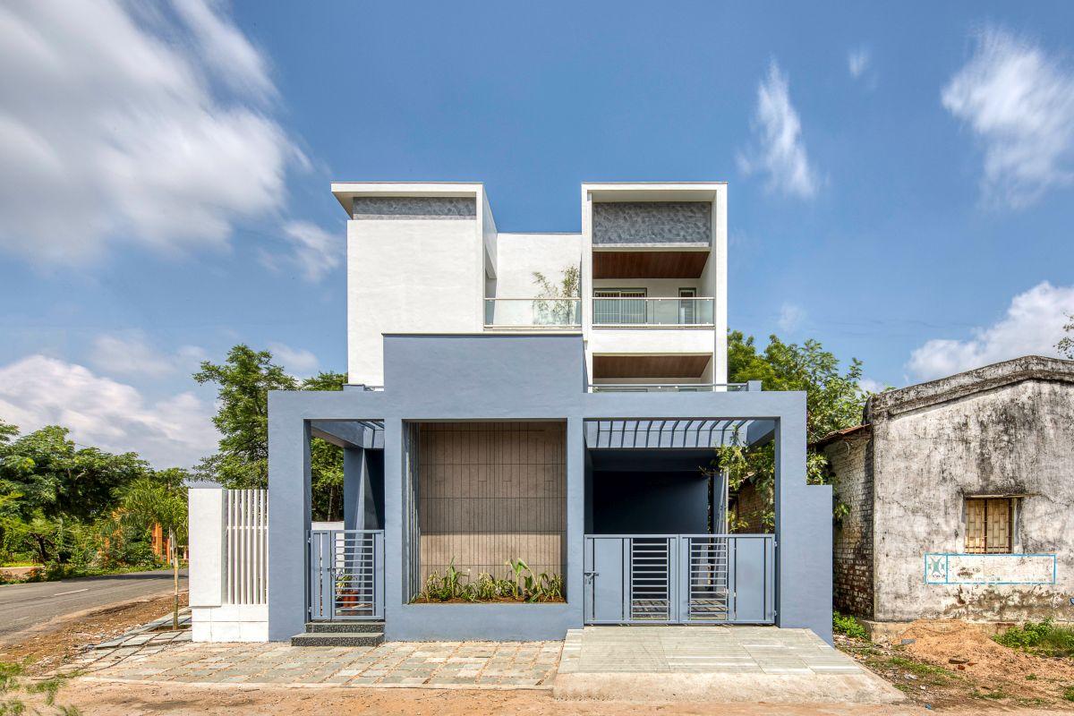 Clay roof tiles façade to minimize heat gain and has decorative function, at Vadodara, by Manoj Patel Design Studio 35