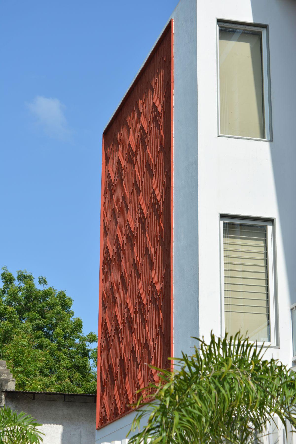 Clay roof tiles façade to minimize heat gain and has decorative function, at Vadodara, by Manoj Patel Design Studio 61