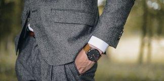 dobrze ubrany mężczyzna