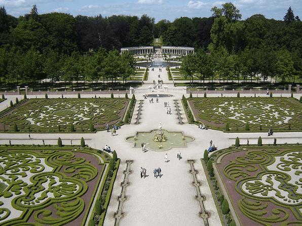 English Garden Design th Cen
