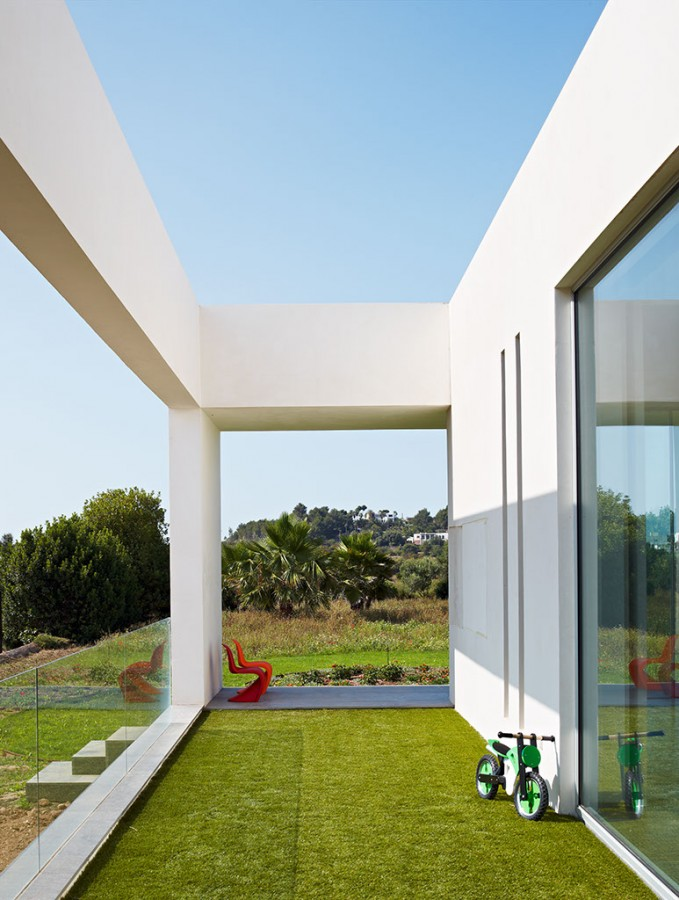 Simple And Modern House Architecture Design With Glass