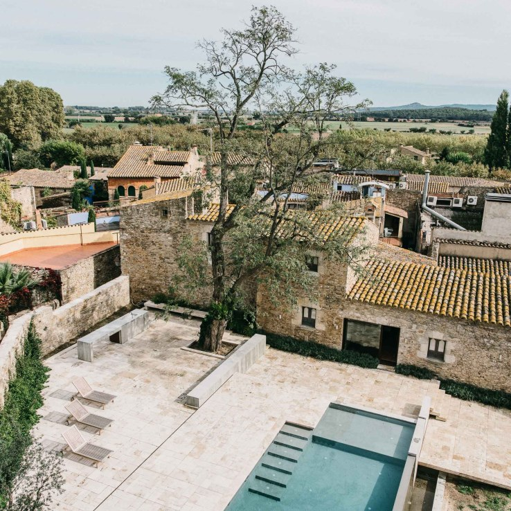 1455810751964mesura architecture castell peratallada piscina pool arquitectura girona stone marble water design castle 9
