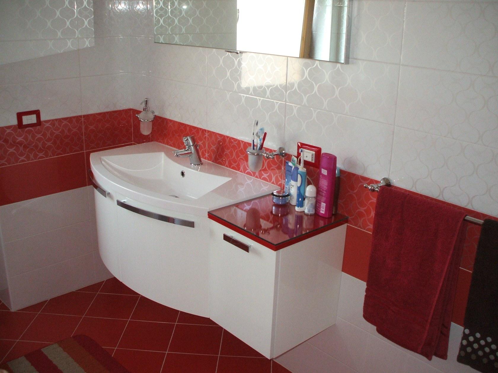 Bagno rosso e bianco  Architizer