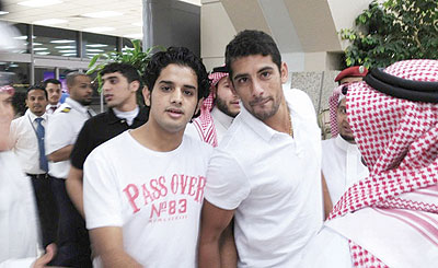 جماهير الاتحاد تحتفي بالبرازيلي سوزا في مطار جدة والمسابقات ترفض