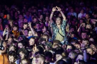 Alt J crowd