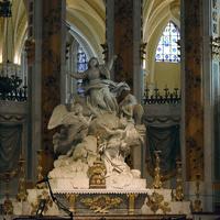 572 statue