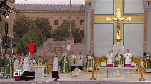 Papal Mass 008