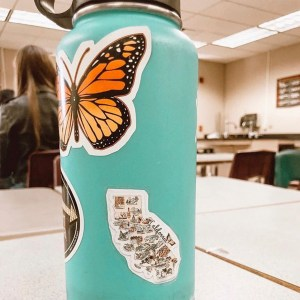 La Quinta High School Fashion Club makes stickers