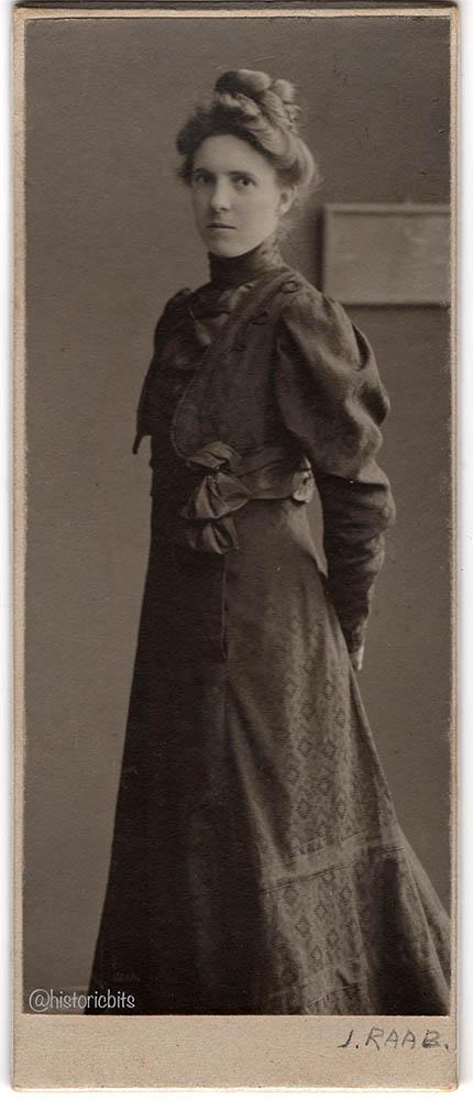 Mode Im Photoatelier 1910er  Fashion in the Photostudio 1910s  historicbitshistoricbits