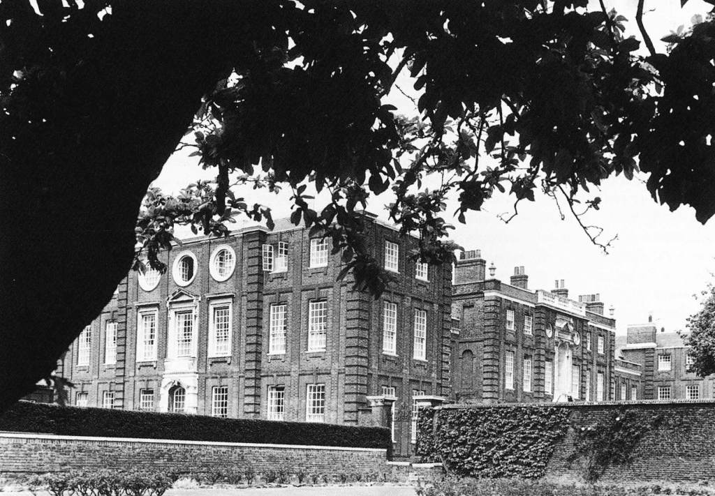 "Roehampton House shows ""garden rear"" with Lutyens wings"