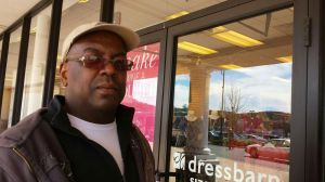 BRISTOL -- Apr. 15, 2015 -- 15_NEW_041615MDP02 -- Hartford resident Hendrinson Innocent, a window washer in Bristol.