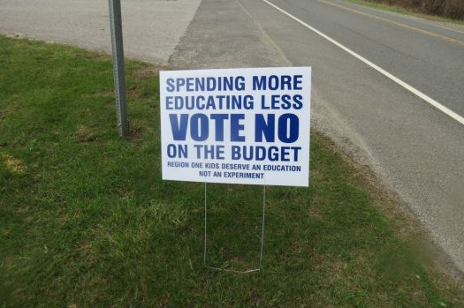 Signs like this one are cropping up throughout Region 1school district towns. Parent and community member concerns about the new grading system have sparked a push to defeat the budget. Ruth Epstein Republican-American