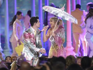 "Brendon Urie, left, and Taylor Swift perform ""Me!"" at the Billboard Music Awards on Wednesday, May 1, 2019, at the MGM Grand Garden Arena in Las Vegas. (Photo by Chris Pizzello/Invision/AP)"