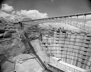 Construction of the Glen Canyon Dam (series 25473).