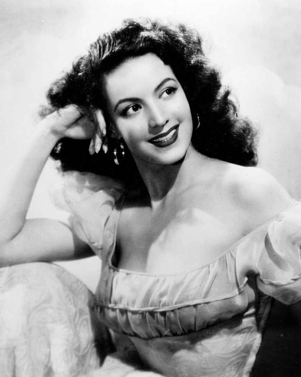 archival photograph of Maria Felix from the coleccion Filmoteca UNAM