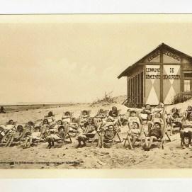 Les élèves de l'école n°15 (A. De Craene) sur la plage de Blankenberge, années 1930, Fonds iconographique, Archives communales de Schaerbeek   De leerlingen van school nr 15 (A. De Craene) op de strand van Blankenberge, jaren 1930, Iconografische verzameling, Gemeentearchieven van Schaarbeek