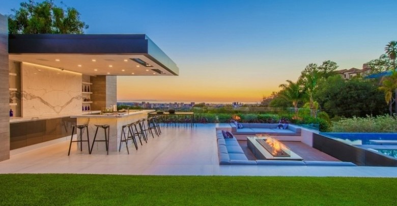 Lavish Outdoor Entertaining Area