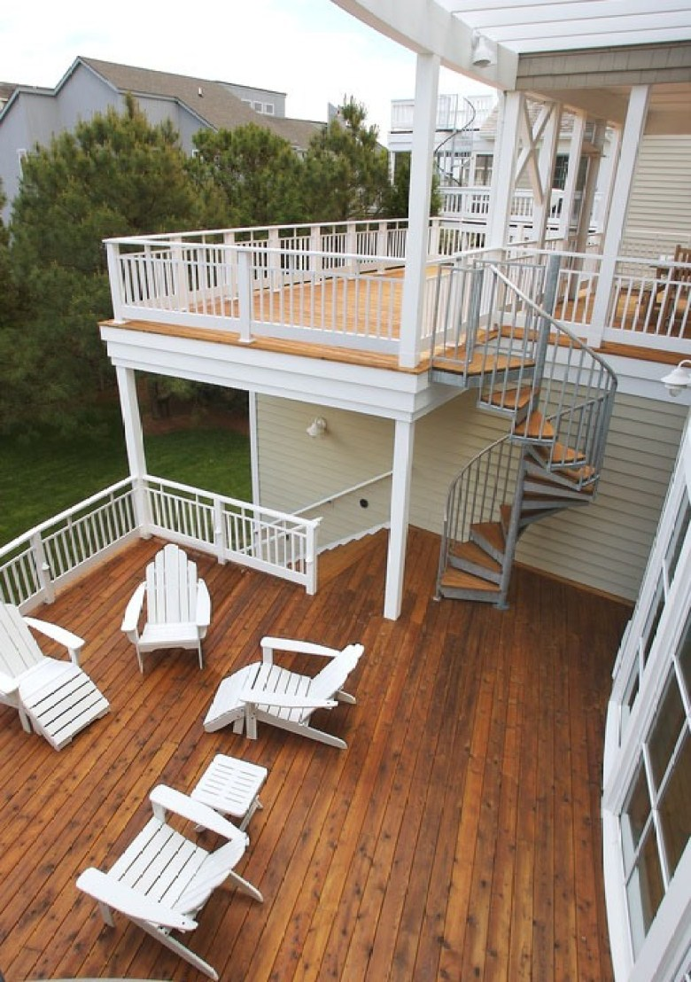 Multi-Level Decks with a Spiral Staircase