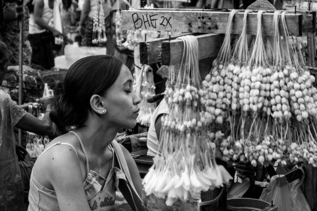 Sampaguita vendor, Quiapo and the Sony RX100V