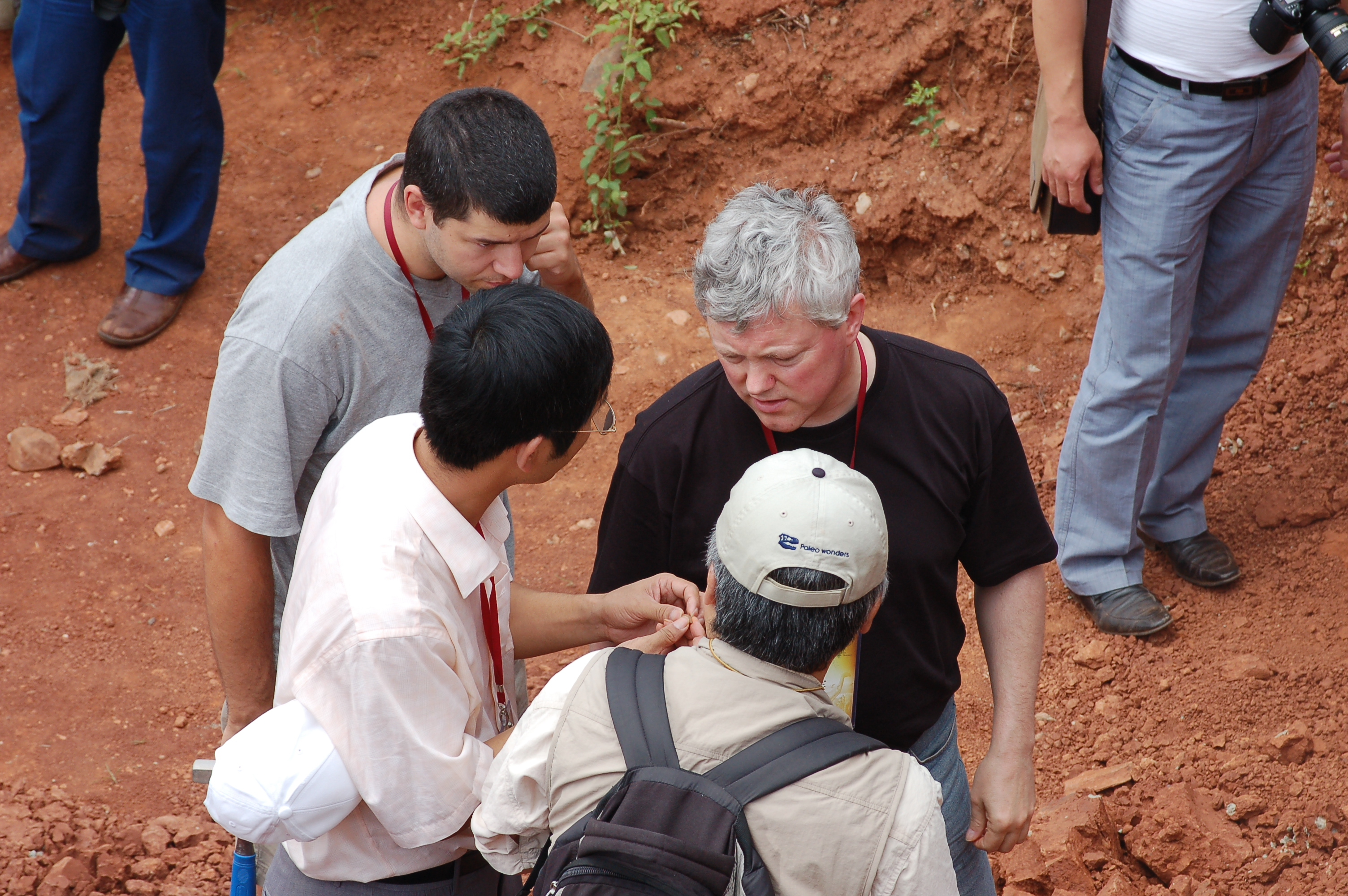 Hone, Unwin & Lu take in the sights in a hole in the ground.