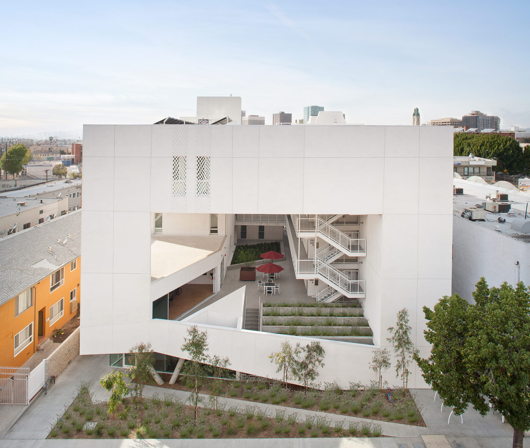 Bold Form Mixes Layers Of Public And Private In Brooks