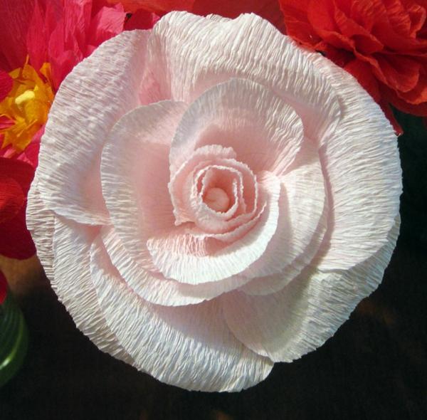Comment crer une fleur en papier crpon  astuces et photos
