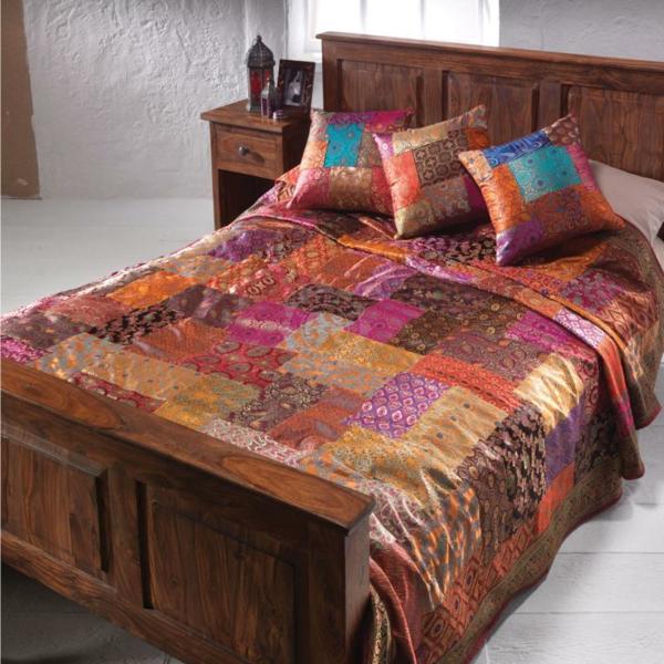 Le couvre lit patchwork est une jolie finition pour votre chambre  coucher