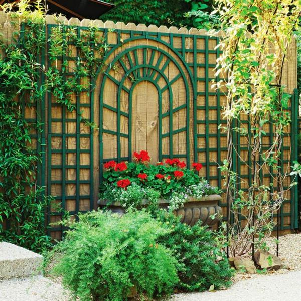 Decoration La Decoration Exterieure Avec Un Treillis De Jardin