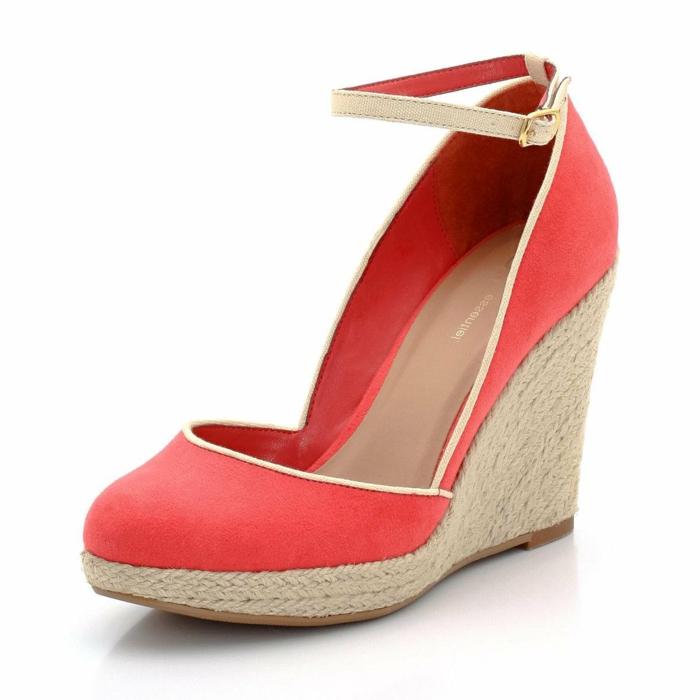 Les Chaussures Compenses Un Must Have Pour La Femme